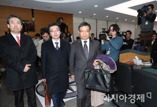 [포토]탄핵 답변서 제출 마친 朴대통령 변호인단