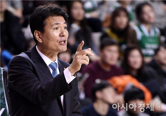 [포토]작전 지시하는 김영만 감독