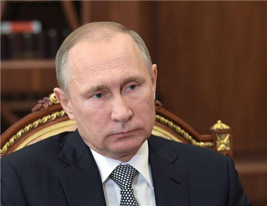 ▲19일(현지시간) 러시아 크렘린궁에서 열린 테러 사건 대책회의에 참석중인 블라디미르 푸틴 대통령. (EPA=연합뉴스)