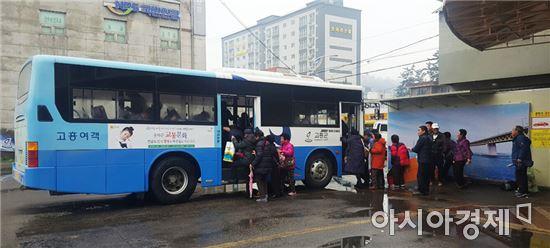 올해 곡성군에 이어 내년에는 고흥군과 영암군이 관내 군내버스의 적용요금을 무조건 '1000원'의 단일요금을 적용하는 '1000원 버스'를 운행한다.