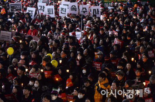 [12·31 촛불집회]1000만 넘을까, '송朴영신' 10차 촛불집회 열려