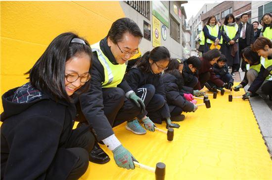 상명사대부속초등학교 앞 옐로카펫 설치 현장