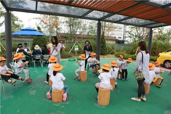 바이오에너지마당에서 교육 받는 아이들