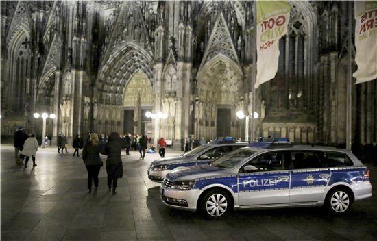 ▲독일 쾰른 성당 앞 경찰차들. (EPA=연합뉴스)