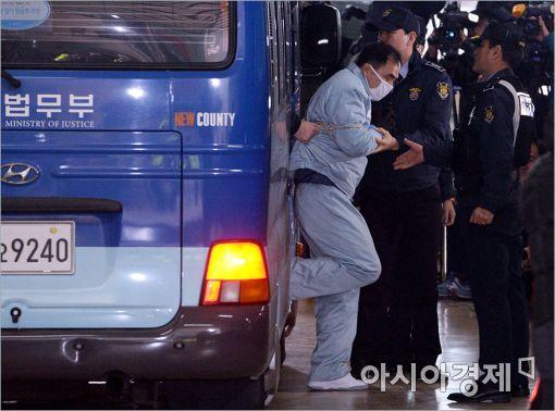 [포토]차에서 내리는 김종 전 차관