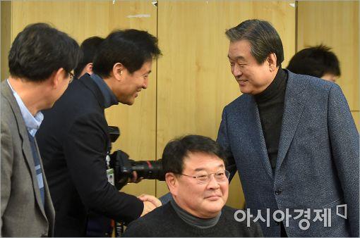 [포토]인사 나누는 김무성·오세훈