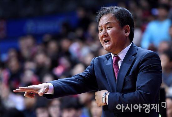 [포토]선수들 독려하는 유재학 감독