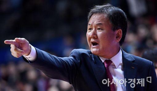 [포토]유재학 감독, '박스아웃 해야지!'