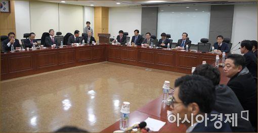 개혁보수, 내년도 '가시밭길'…潘영입·정강정책 마련에 분주