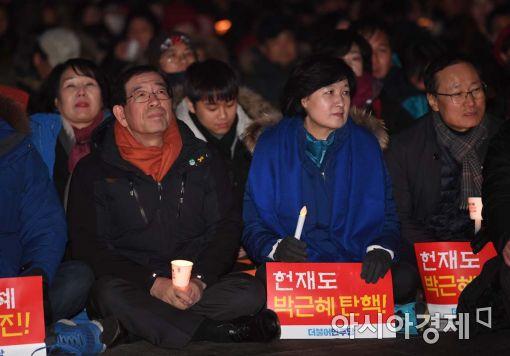 [포토]촛불집회 참석한 박원순-추미애
