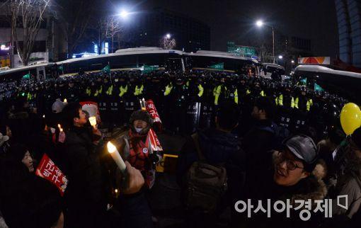 [포토]헌법재판소를 향한 촛불