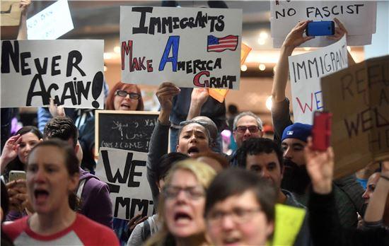 """[포토]""""이민자들이 미국을 만들었다"""" 규탄 시위"""