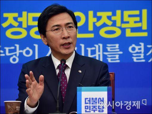 안희정 충남도지사가 김종인 더불어민주당 전 대표의 탈당 권유 보도에 대해 부인했다.