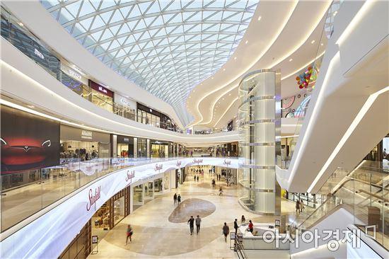 이마트가 지난해 하남에 문연 스타필드 하남. 대표적인 복합쇼핑몰이다.