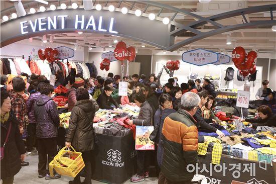 롯데백화점 광주점 9층 점 행사장에서는 유명 브랜드 아웃도어 대전을 펼치고 있다. 사진=롯데백화점 광주