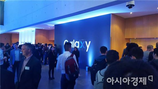 """[MWC2017]삼성, 세계 최초 5G 장비 풀 라인업 공개…""""내년 초 상용서비스"""""""
