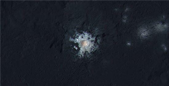 ▲왜소행성 세레스의 '밝은 지점'.[사진제공=NASA]