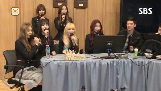여자친구 신비가 신곡 '핑거팁' 안무에 대한 생각을 밝혔다/사진=  SBS 파워FM '두시탈출 컬투쇼' 방송 캡처