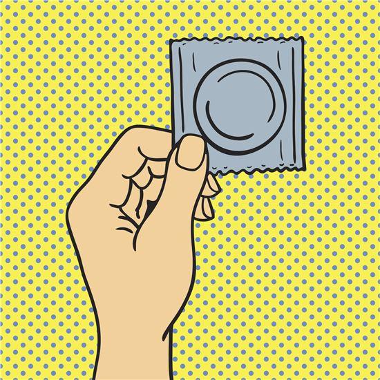 청소년전용 콘돔자판기가 등장해 논란이 되고 있는 가운데, 실제 청소년의 성문화와 사회의 보수적 성 인식 사이의 간극을 좁히기 위한 현실적 시도라는 평가와 미성년자 성관계를 장려한다는 주장이 팽팽히 맞서고 있다. 사진 = 게티이미지뱅크