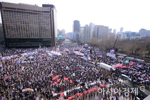 [포토]서울광장 일대 메운 태극기집회