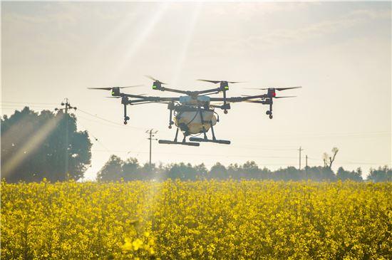 농작물 보호를 위한 농업용 무인항공기(드론) 'MG-1S'.