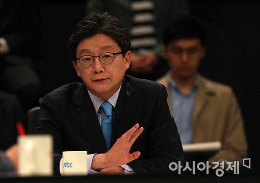 JTBC·중앙일보·한국정치학회가 주최한 4차 대선후보 TV토론회에 참석한 유승민 바른정당 대선후보