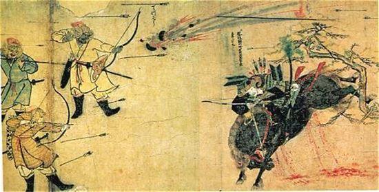 말을 타고 돌진하는 사무라이를 활로 쏘는 여몽연합군(사진=위키피디아)