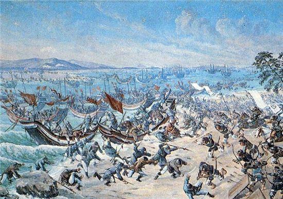 해안가로 상륙중인 여몽연합군(사진=위키피디아)