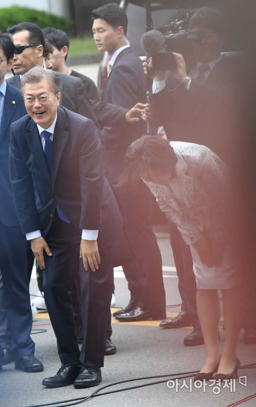 [포토]감사인사 전하는 문재인 대통령