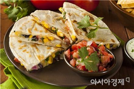 토르티아 (Tortilla)는 멕시코의 대표 음식인데 고칼로리로 알려져있다.