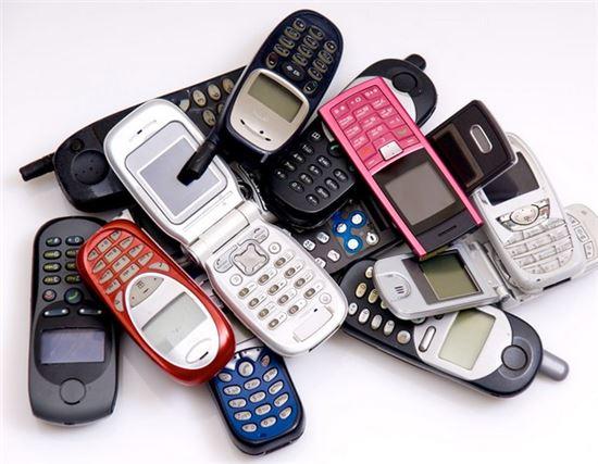 오래된 '피처폰'의 창창한 미래
