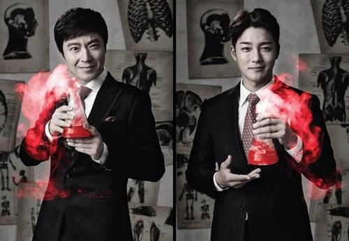 지킬 박사 역을 맡은 배우 윤서현(왼쪽)과 김진우. 사진제공=티앤비컴퍼니