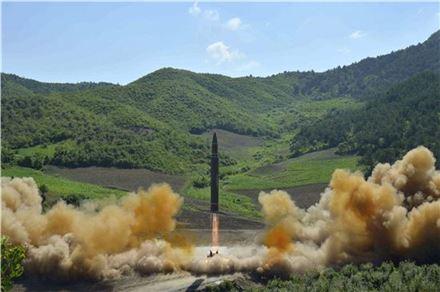 북한의 대륙간탄도미사일(ICBM)급 '화성-14형'(사진=AP연합뉴스)