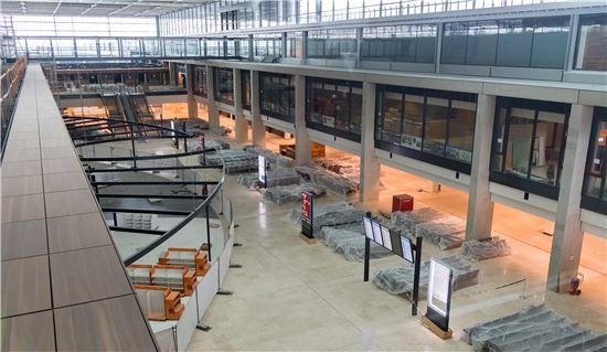 베를린 브란덴부르크 국제공항은 공사 과정의 비리문제와 부실공사를 이유로 재공사에 돌입, 현재까지도 개항이 연기된 상태다. 사진은 2016년의 브란덴부르크 공항 내부 모습. 사진 = Flughafen Berlin Brandenburg GmbH