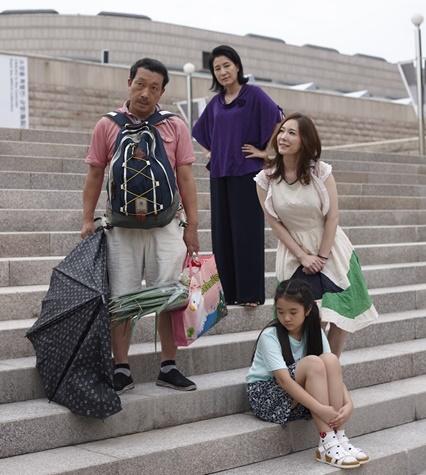 연극 '집나간 아빠' 출연진. 사진제공=극단 '리듬앤 씨어터'