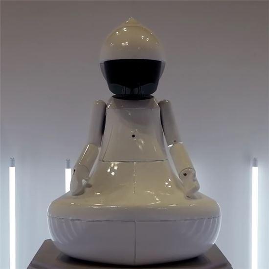 지난달 11일에 열린 '제 21회 대한민국 과학창의축전'에 전시됐던 인공지능(AI) 관상 로봇 'BUDDHA I (붓다아이)'. 축적된 데이터와 알고리즘을 바탕으로 다가온 사람의 안면을 인식, 관상을 판별해준다.(사진= 러봇랩 인스타그램)