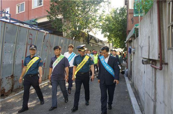 발대식 이후 활동을 시작한 석관동 민·관·학·경 동행(同幸)순찰 프로그램