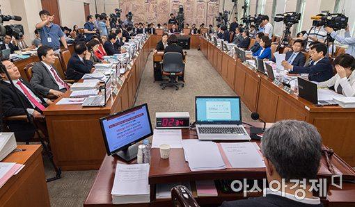 국회 과방위 의원들의 회의.