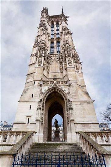 프랑스 대혁명으로 교회가 붕괴된 후 탄환제조탑으로 쓰였던 생 자크 탑 모습(사진=두산백과)