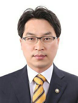 고삼석 방통위 상임위원, 임기 5개월 남기고 사의