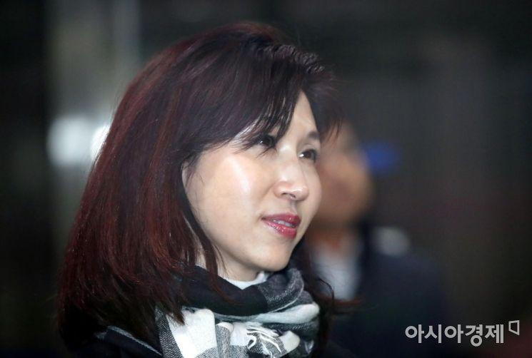 노소영 아트센터 나비 관장(58)이 최태원 SK그룹 회장(59)이 제기한 이혼소송에 맞소송을 낸 가운데 노 관장을 응원하는 목소리가 높아지고 있다./사진=아시아경제DB