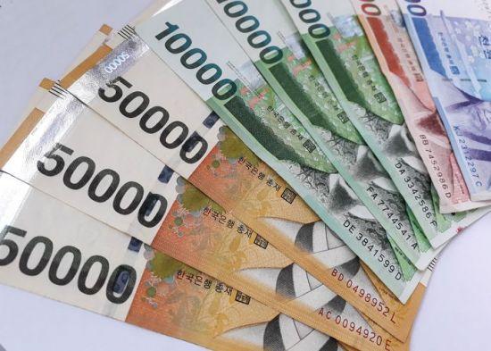 세뱃돈 얼마가 적당?…주는 어른 1만원 vs 받는 조카 5만원