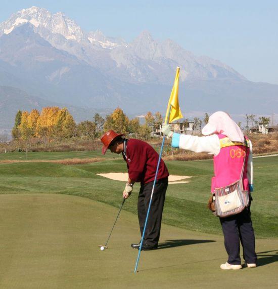 골프에서 '컷(cut)'은 예선 통과나 실패, 질러치기 등 여러가지 의미를 담고 있다.