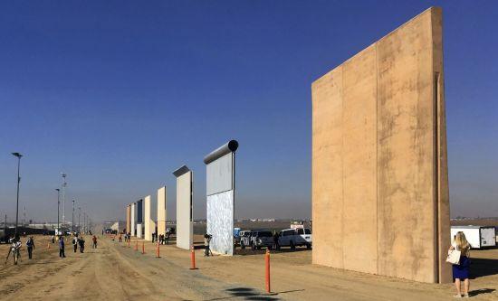 미국-멕시코 국경에 설치된 장벽. 사진 출처=AP 연합뉴스.