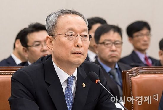 백운규 전 산업통상자원부 장관./윤동주 기자 doso7@