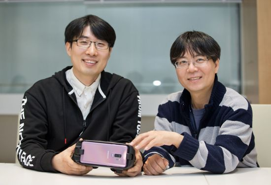 왼쪽부터 김용남 삼성전자 C랩 연구원, 조정훈 C랩 팀리더