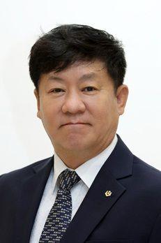김윤식 신협중앙회장(신협사회공헌재단 이사장)