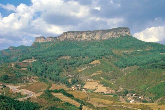 이성계가 1차 요동원정 당시 크게 활약해 함락시켰다는 '오녀산성(五女山城)'의 모습. 고구려의 첫 수도인 졸본이 위치했었다고 추정된다.(사진=고구려발해학회)