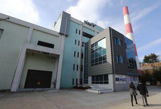 대전시 유성구에 있는 한국원자력연구원 연구용 원자로인 '하나로' 건물 앞 모습.(사진=연합뉴스)