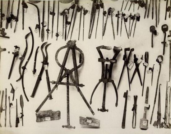고대 로마도시 폼페이에서 출토된 각종 수술도구들의 모습(사진=위키피디아)